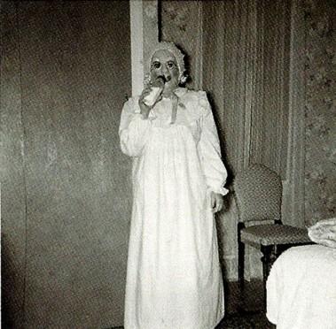 creepy-vintage-halloween-costumes8