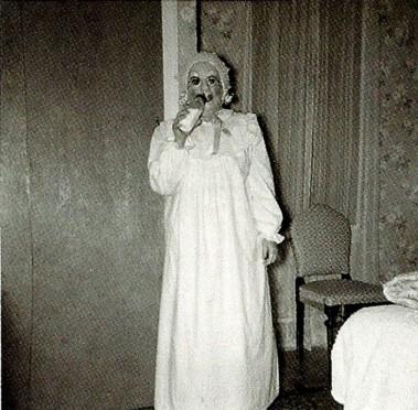 creepy-vintage-halloween-costumes8